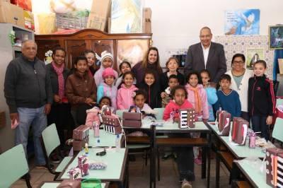 Fundo Social de Solidariedade de Caieiras recebe doações de pares de tênis e de material escolar