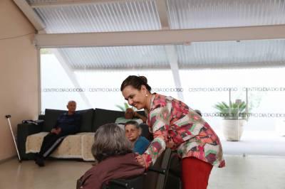 Secretária de Desenvolvimento Social, Sara Hamamoto, visita instalações do Centro Dia do Idoso