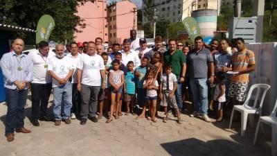 Marcelo Cecchettini faz a entrega de 50 geladeiras através do Programa Energia Comunitária no Residencial Santa Catarina