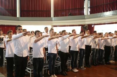 Jovens caieirenses prestam Juramento à Bandeira
