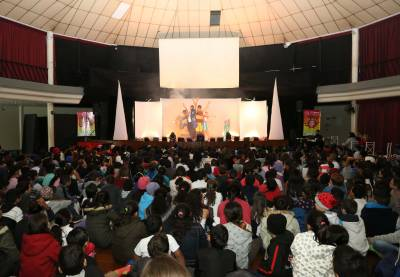 """Alunos da rede municipal de Caieiras assistiram à peça teatral """"Cadê o amor que estava aqui?"""""""