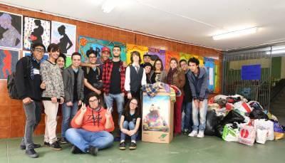 Escola Estadual Walther Weiszflog doa agasalhos arrecadados ao Fundo Social