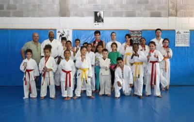Alunos da Escolinha Pró-Futuro de Caieiras conquistam 21 medalhas em campeonato de Karatê