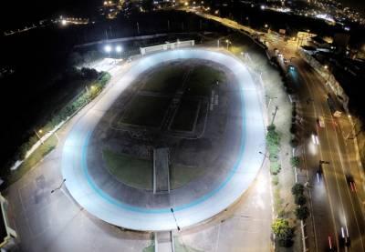 Velódromo de Caieiras é um dos únicos iluminados do país