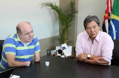 Prefeito Hamamoto se reúne com a Vivo em busca de melhorias no serviço de internet