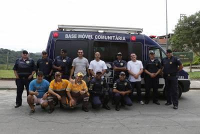 GCM e Departamento de Trânsito de Caieiras realizaram ação social no Domingo de Páscoa