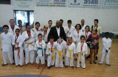 Atletas do Karatê de Caieiras conquistam 18 medalhas na 6ª Copa de Kata