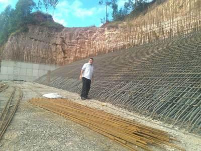 Obras de prolongamento da arquibancada do Estádio Municipal de Caieiras estão em andamento