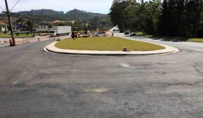 Obras de adequação viária nos trevos de Caieiras avançam