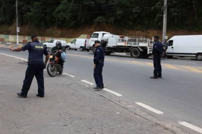 Caieiras com mais segurança: GCM de Caieiras e Polícia Civil realizam blitz na Vila Rosina e no Velódromo