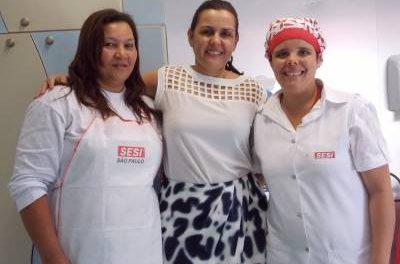 Secretaria de Desenvolvimento Social de Caieiras, recebe carreta do Sesi