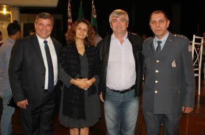 Marcelo Cecchettini recebe Medalha MMDC da Polícia Militar do Estado por defender a liberdade e a democracia