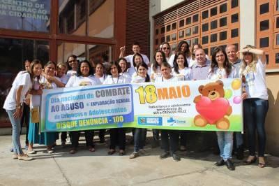 Prefeitura realiza caminhada em prol ao dia Nacional do Combate ao Abuso e Exploração Sexual de Crianças e Adolescentes