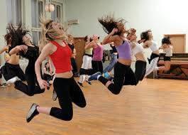 Quer entrar em forma dançando? Vamos fazer ZUMBA!