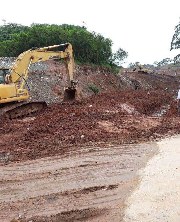 Águas pluviais na rua Ângelo Dassero em  Vila Rosina, é objeto de atenção da Secretaria do Meio Ambiente de Caieiras